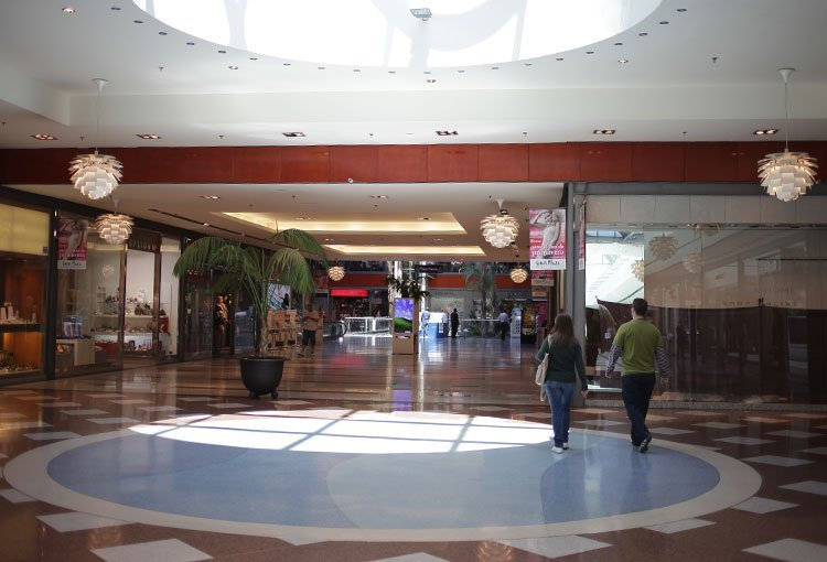 Natural light in Parque Comercial Gran Plaza