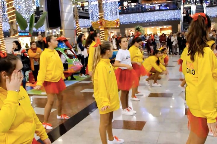Flash mob navideño en Gran Plaza